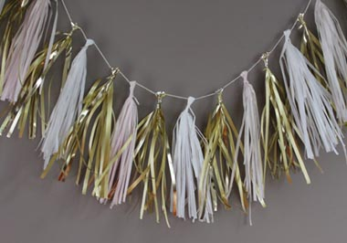 P019-white and gold paper bunting