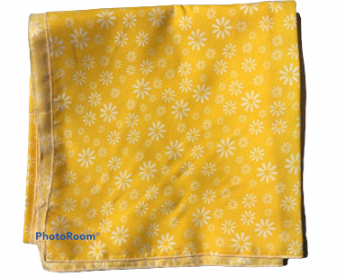 GP040 – YELLOW FLORAL TABLE CLOTH <br/>(R40 each to hire)