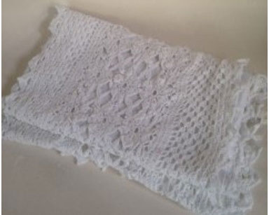 KZN099 &#8211; LACE TABLE RUNNER<br/>(R35 to hire)