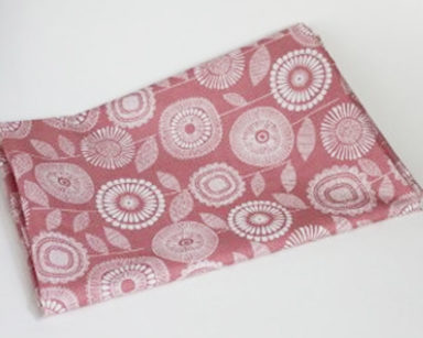 KZN019 &#8211; Pink floral runner<br/>(R20 to hire)