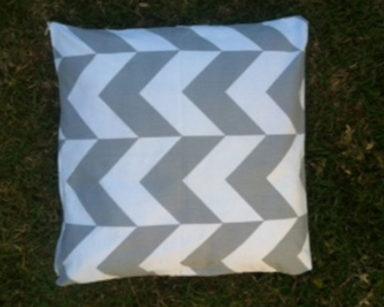 KZN023 – White &#038; Grey Chevron Cushion<br/>(R20 each to hire)