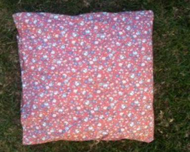 KZN025 &#8211; Pink floral cushion<br/>(R20 each to hire)