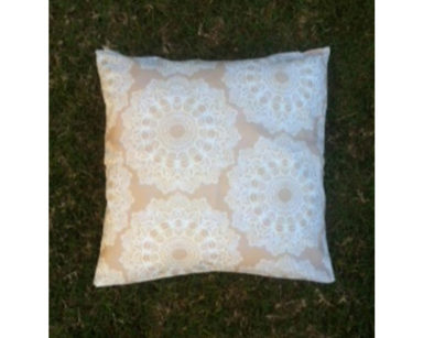KZN026 – Floral beige cushion<br/>(R20 each to hire)
