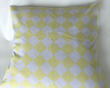 KZN061 – WHITE AND YELLOW DIAMOND CUSHION (R25 to hire)