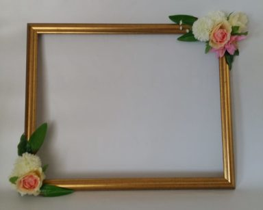 KZN067 – FLORAL PHOTOBOOTH FRAME (R45 to hire)