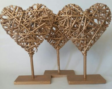 KZN088 – WOODEN HEART TABLE DECOR (R25 each to hire)