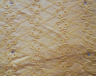 GP034 – YELLOW EMBROIDERED TABLECLOTH (R40 to hire)