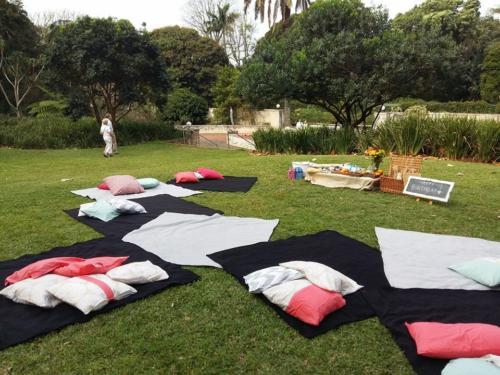 Group picnic (1)